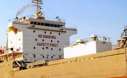 Placa não fumadores do sinal da segurança em primeiro lugar no navio de Kochi Foto de Stock Royalty Free