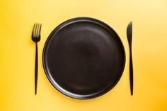 Placa negra en amarillo fotografía de archivo libre de regalías