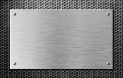 Placa ou quadro indicador de metal com os rebites sobre a grade Imagens de Stock Royalty Free