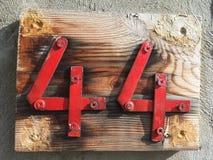 Placa oxidada del número de calle Imagen de archivo