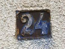 Placa oxidada del número de calle Fotografía de archivo libre de regalías