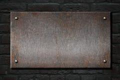Placa oxidada do metal de aço sobre a ilustração da parede de tijolo 3d Foto de Stock Royalty Free