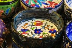 Placa paintinted com flores Fotografia de Stock