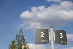 Placa para el aparcamiento, los dos y los tres Imagen de archivo libre de regalías