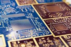 Placa para microcircuitos e componentes eletrônicos imagem de stock