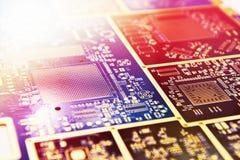 Placa para microcircuitos e componentes eletrônicos fotos de stock royalty free