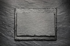 Placa preta da ardósia para servir com espaço da cópia Imagens de Stock Royalty Free