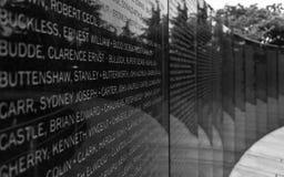 Placa principal con nombres de soldados caidos dentro del UNO conmemorativo del cementerio de Naciones Unidas de la Guerra de Cor fotos de archivo