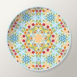 Placa redonda decorativa con la mandala colorida con el ornamento floral stock de ilustración