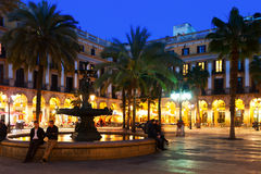 Placa Reial看法在冬天晚上。巴塞罗那 免版税库存照片