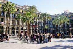 Placa Reial στη Βαρκελώνη με το πλήθος τουριστών Στοκ φωτογραφία με δικαίωμα ελεύθερης χρήσης