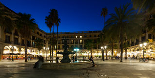 Placa Reial in de winteravond Barcelona, Spanje Royalty-vrije Stock Afbeeldingen