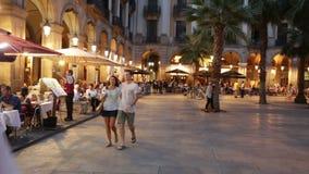Placa Reial im Sommer Barcelona, Katalonien stock video footage