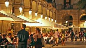Placa Reial med restauranger i sommar Barcelona