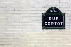 Placa tradicional de París con el nombre de la calle Foto de archivo libre de regalías