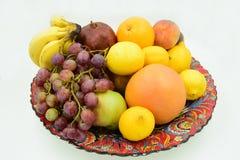 Placa tradicional enchida com os frutos Fotos de Stock Royalty Free