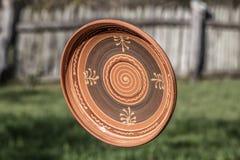 Placa tradicional hecha a mano hecha fuera de cerámica Fotografía de archivo