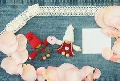 Placa, Valentim, cartão com pares no amor, pouco rosa Fotografia de Stock