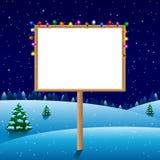 Placa vazia na noite do inverno com luzes de Natal imagem de stock royalty free