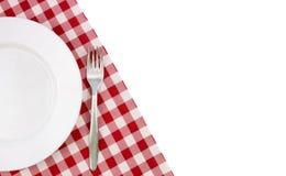 Placa vazia no tablecloth Fotografia de Stock Royalty Free
