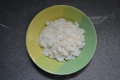 Placa verde blanca del arroz imagen de archivo