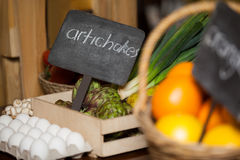 Placard with artichokes word in organic section Stock Photography
