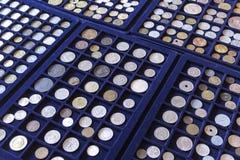 Placas com coleção de moedas velha Foto de Stock Royalty Free