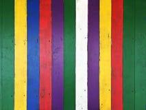 Placas de assoalho de madeira velhas pintadas em cores diferentes Foto de Stock