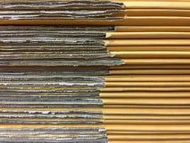 Placas de cartão empilhadas da caixa da caixa foto de stock