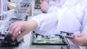 Placas de circuito da construção na fábrica da eletrônica video estoque