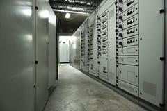 Placas de circuito el?tricas da sala de comando em plantas industriais fotos de stock