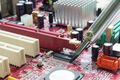 Placas de circuito impresso de solda Imagens de Stock Royalty Free