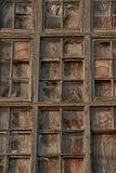 Placas de janela de madeira quebradas velhas com vidro fotos de stock royalty free