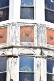 Placas de janela de vidro do vintage no quadro de madeira Fotos de Stock