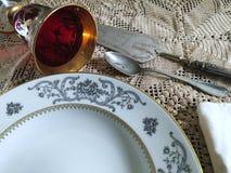 Placas de los cubiertos y de la porcelana del vintage Imágenes de archivo libres de regalías