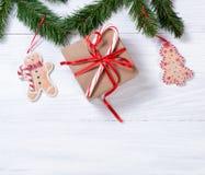 Placas de madeira brancas rústicas com as decorações han da cookie do Natal Fotos de Stock Royalty Free