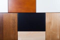 Placas de madeira de cores diferentes imagem de stock