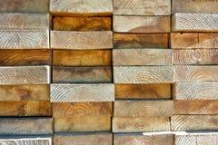 Placas de madeira empilhadas altamente firmemente fotografia de stock royalty free