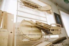 Placas de madeira na oficina da carpintaria fotos de stock