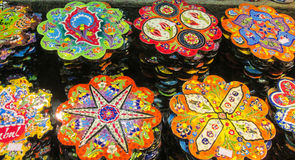 Placas de madeira paintinted com flores Fotos de Stock Royalty Free