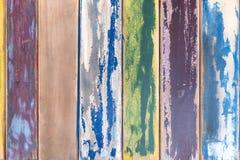 Placas de madeira resistidas coloridas imagens de stock