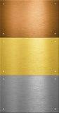 Placas de metal de aluminio y de cobre amarillo con los remaches foto de archivo libre de regalías