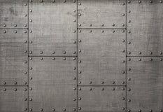 Placas de metal escuras com rebites fundo ou textura Foto de Stock Royalty Free