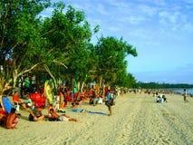 Placas de ressaca que surfam a praia do kuta de Bali da praia Fotos de Stock