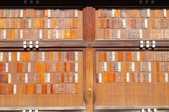 Placas dispensadoras de aceite conmemorativas en la capilla de Yasukuni Fotografía de archivo libre de regalías