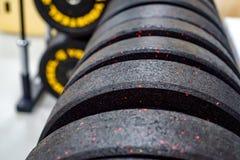 Placas do peso do peso e do barbell da aptidão Fotografia de Stock