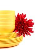 Placas e bacias amarelas Fotografia de Stock