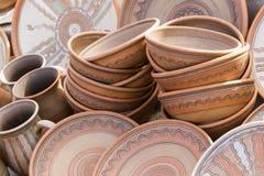 Placas e copos cerâmicos da argila foto de stock royalty free