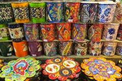 Placas e copos coloridos de Ásia Imagem de Stock Royalty Free