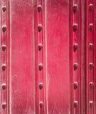 Placas e rebites vermelhos velhos do metal Fundos e texturas imagens de stock